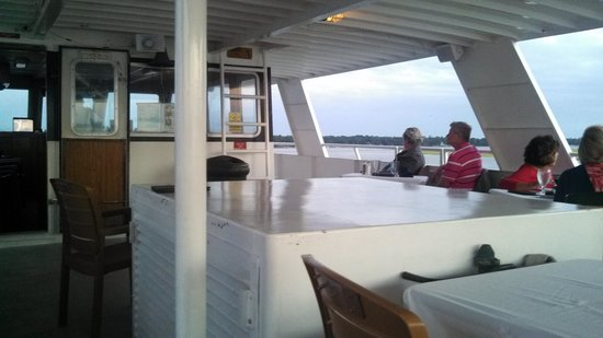 Vagabond Cruise: Upper deck
