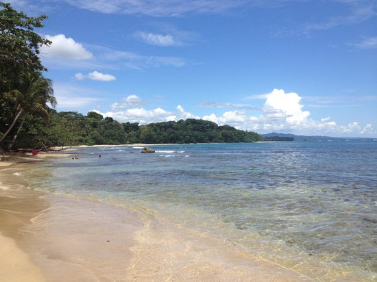 Hotel Shawandha Lodge: Playa Chiquita (3min walk from hotel)