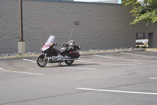 Red Roof Inn Johnson City: Level Parking?