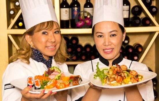 Thai Orchid : Suladda May & Chef Nooki