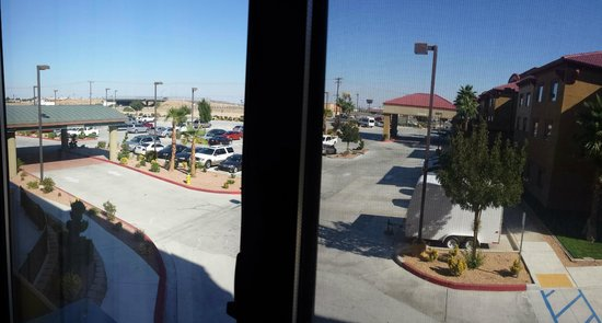Courtyard Victorville Hesperia: view