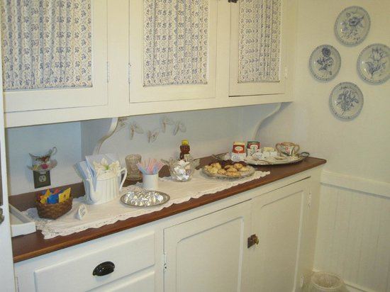Camden Maine Stay Inn : Afternoon snacks