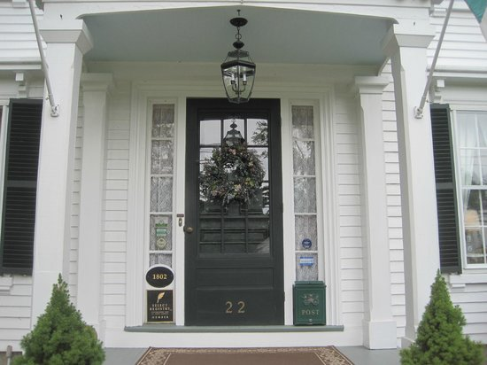 Camden Maine Stay Inn: Front door