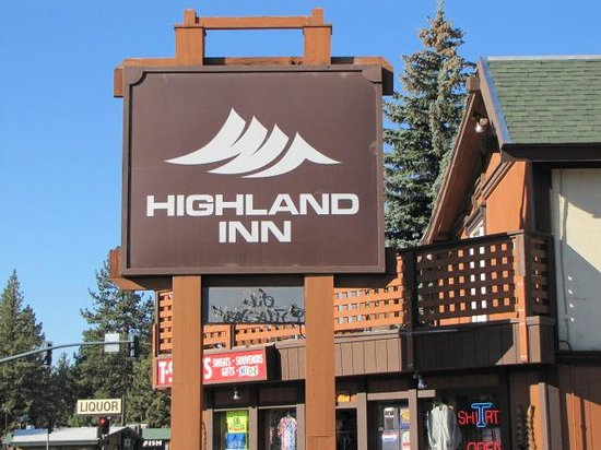 Highland Inn: Entrance sign from street