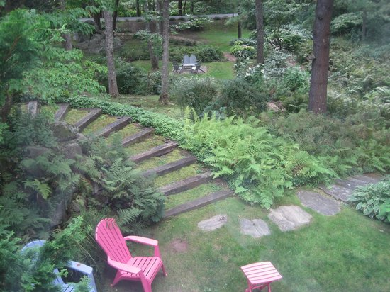 Camden Maine Stay Inn : View from our window (Dogwood Room)
