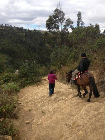 Sarcófagos de Karajía: Horse Ride Down