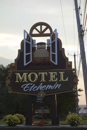 Motel & Camping Etchemin: sign