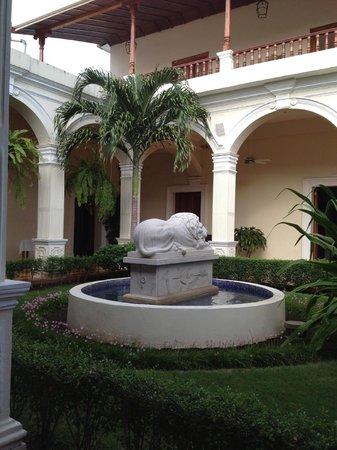 La Perla Hotel: The courtyard at La Perla
