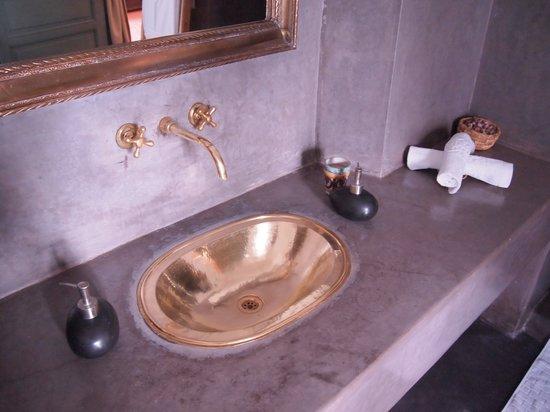 Riad Lalla Bahia: bath room
