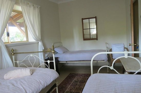 Bentwood Olive Grove: Main House Second Bedroom Sleeping 3