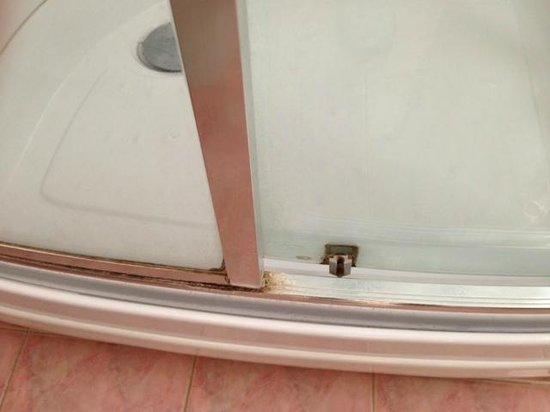 Scarsissima pulizia box doccia - Foto di Hotel City, Montesilvano ...