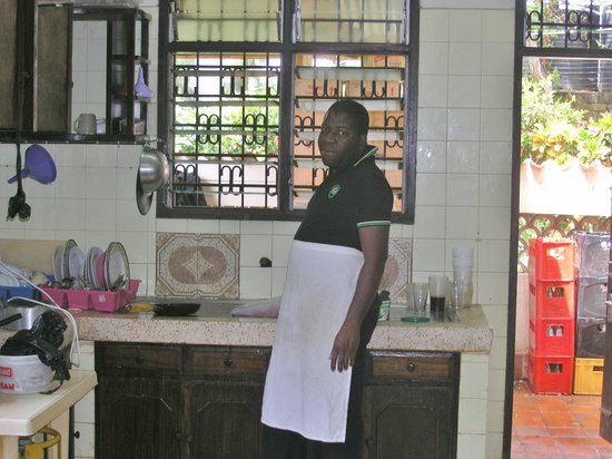 Mombasa Backpackers: Chef! Love the apron :)