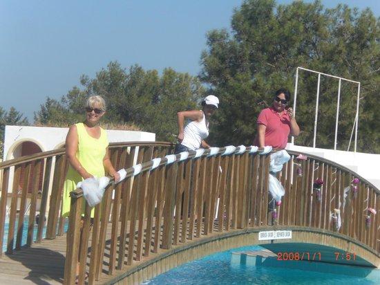 Buyuk Anadolu Girne Hotel: Havuzdaki köprü