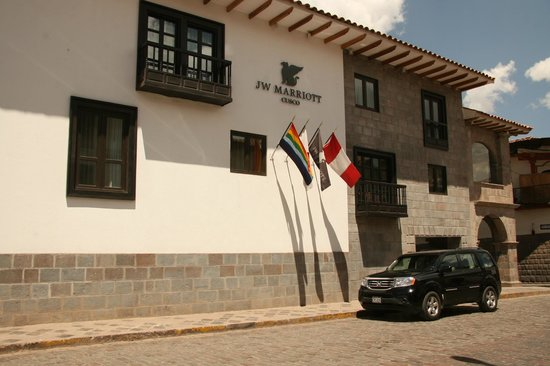 JW Marriott El Convento Cusco : Entranceway by day