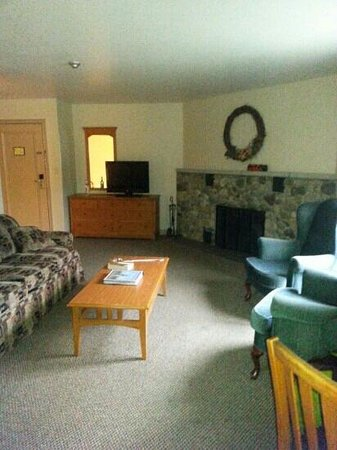 Isaiah Tubbs Resort: Living Room Lodge 2