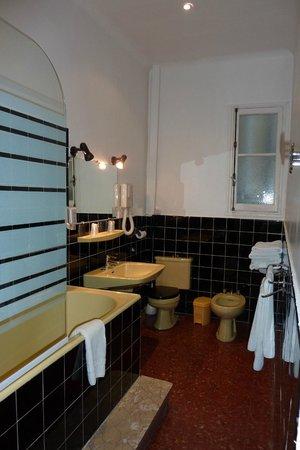 Hôtel du Forum : 広いバスルーム