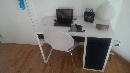 Hotel Fetiche: Computer desk