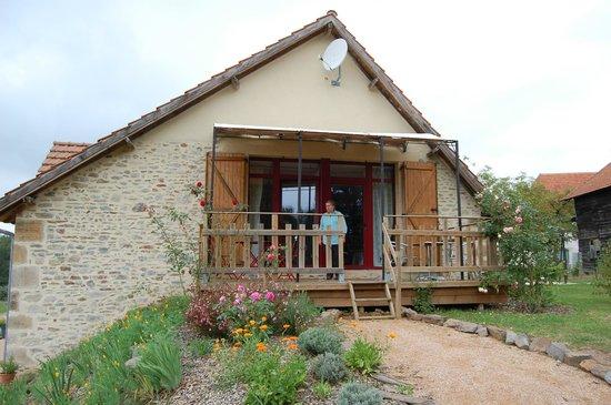 Leyme, France: Terrasse des chambres Coquelicot et Blanche