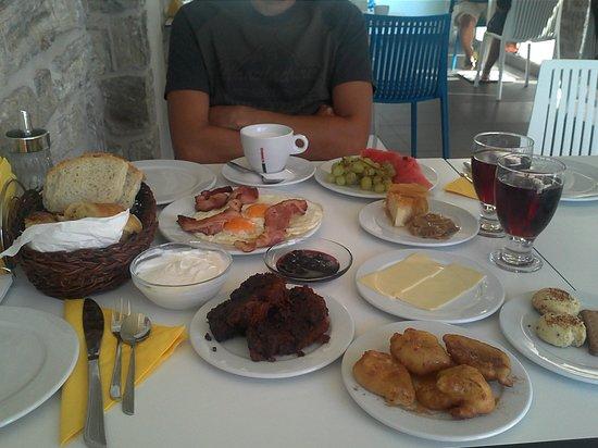 Lenikos Resort: une idée des petits déjeuners