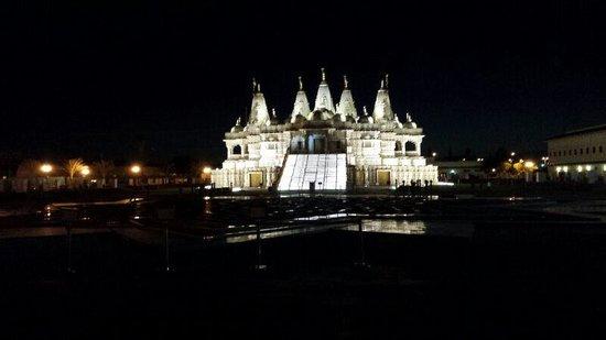 BAPS Shri Swaminarayan Mandir: night view
