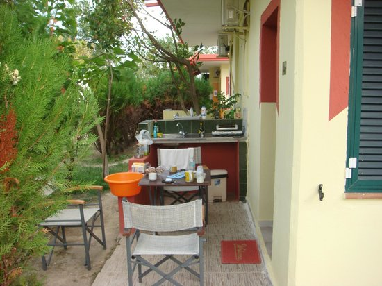 Odysseia Bungalows : In front of the bungalow