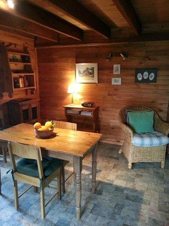 RedGum Hill Country Retreat: 3 1/2 Star Gumnut Cottage