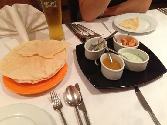 Cafe Romna : Poppadoms and Pickles