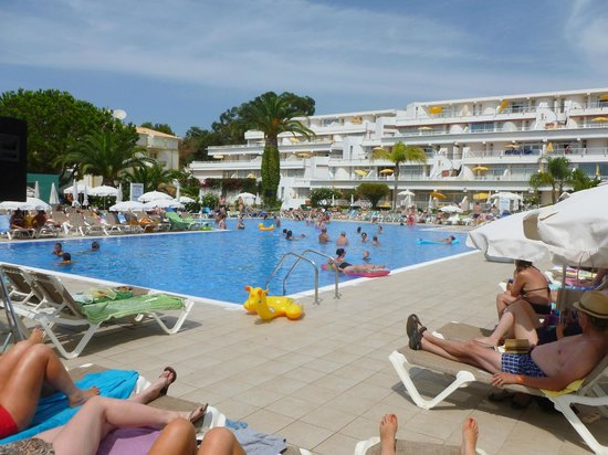 Hotel pool with people  Hotel pool - Picture of Muthu Clube Praia da Oura, Albufeira ...