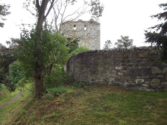 Tomintoul, UK: Garden wall & Tower