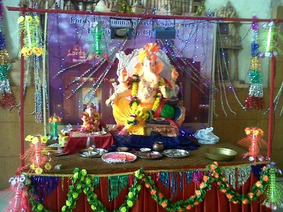 Lords Inn Somnath: Lord Ganesh------Opposite reception desk