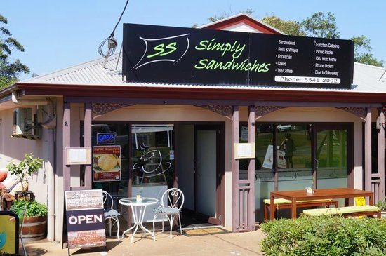 Simply Sandwiches: Simply great place to eat inside or outside