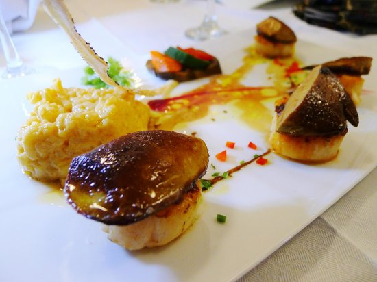 Astrolabe : Scallop topped with fried foie gras