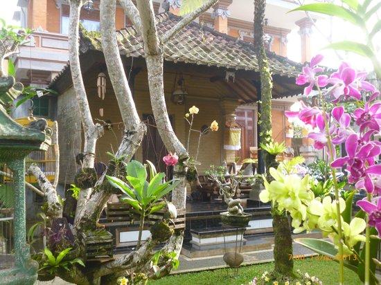 Teba House Ubud Guest House : มีที่พักเป็นหลัง