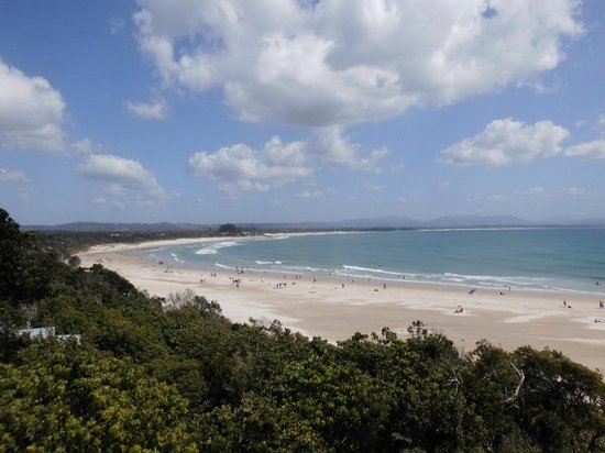 Cape Byron State Conservation Area : View of Byron Bay and Mountains