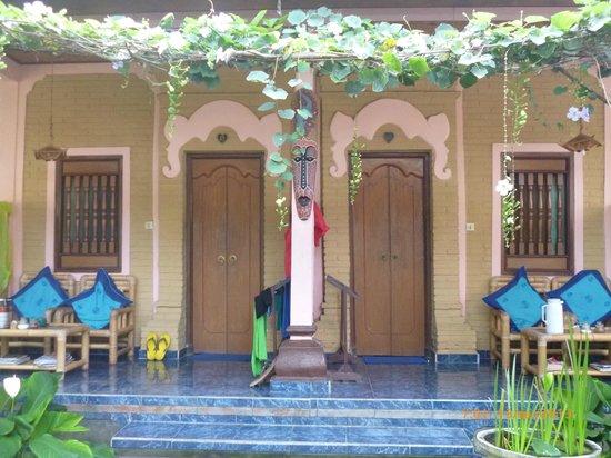 Teba House Ubud Guest House: ด้านหน้าห้องพักอีกด้าน