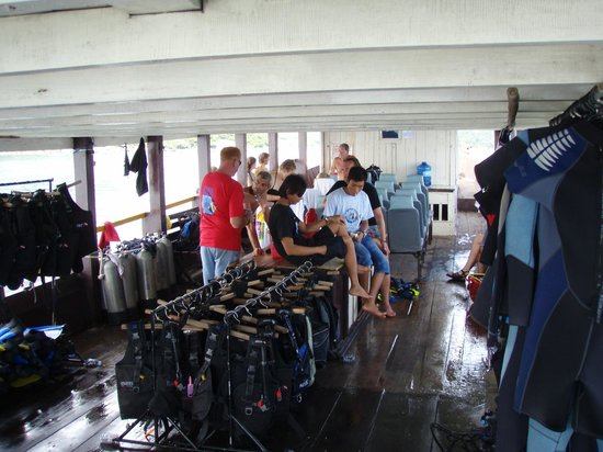 Blue Coral Diving: Steve the boss getting organised