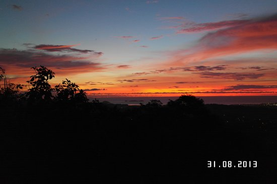 Sinurambi Bed and Breakfast: sunset over the city