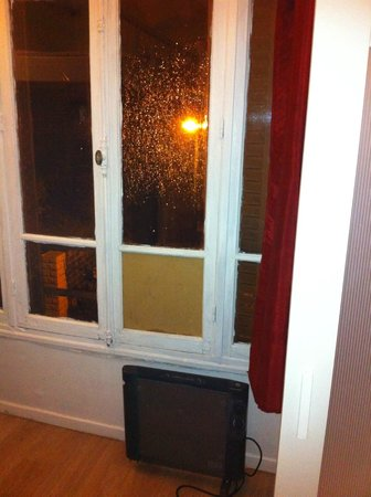 Hotel Studios Phenicio : La fenêtre de la chambre