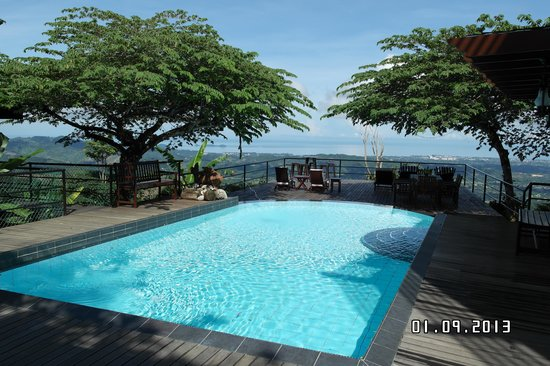 Sinurambi Bed and Breakfast: pool with a view