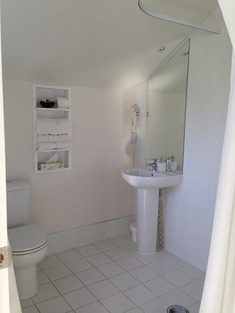 FYFFE on Riccarton Motor Lodge: bathroom 713
