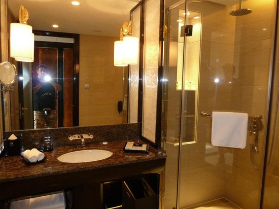 Xindao International Hotel: Bathroom