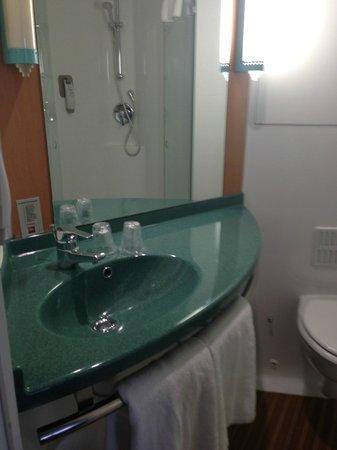 Ibis Glasgow City Centre: bathroom