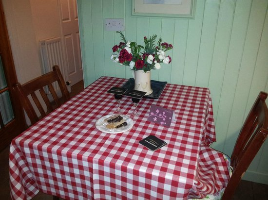 The Old School Bed and Breakfast and Betty's Cottage: Welcome Gifts, glasses of sherry, fruit pie and a bottle of bucks fizz in the fridge