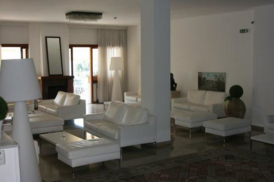 Rivage Hotel: The lounge