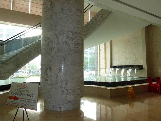 Xindao International Hotel: Marble fountain
