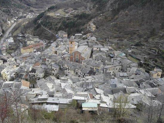 La Collégiale Notre-Dame-De-L'Assomption  : La Cattedrale di Tenda vista dalla parte alta del paese.