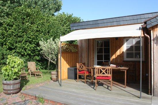 The Cosy Home: Terrasse vor dem Rosenzimmer