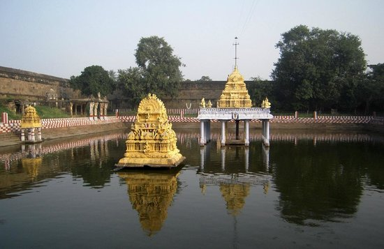 Kamakshi Amman Temple: The Lake