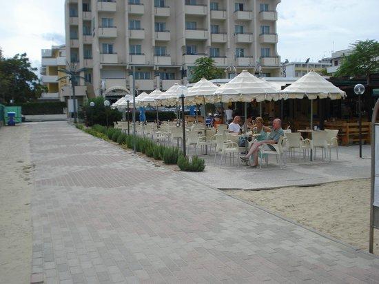 Park Hotel Serena: Il bar della spiaggia Mozul