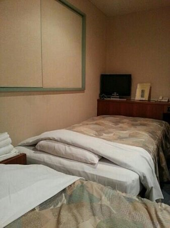 Takamatsu Peal Hotel : Twin bed room - beds are at a right angle